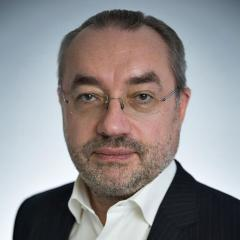 Директор службы развития сервисов на страховом, лизинговом и финансовом рынках
