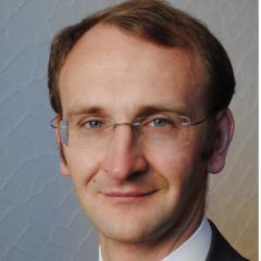 Директор группы рейтингов финансовых институтов